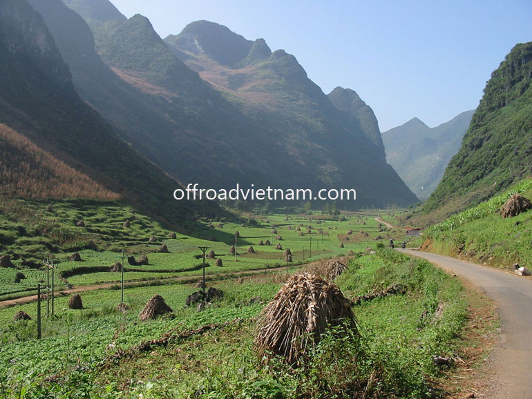 Offroad Vietnam Motorbike Adventures - 11 Days Ha Giang Motorbike Tours: Ha Giang after maize (popcorn) collection. Motorcycling Ha Giang