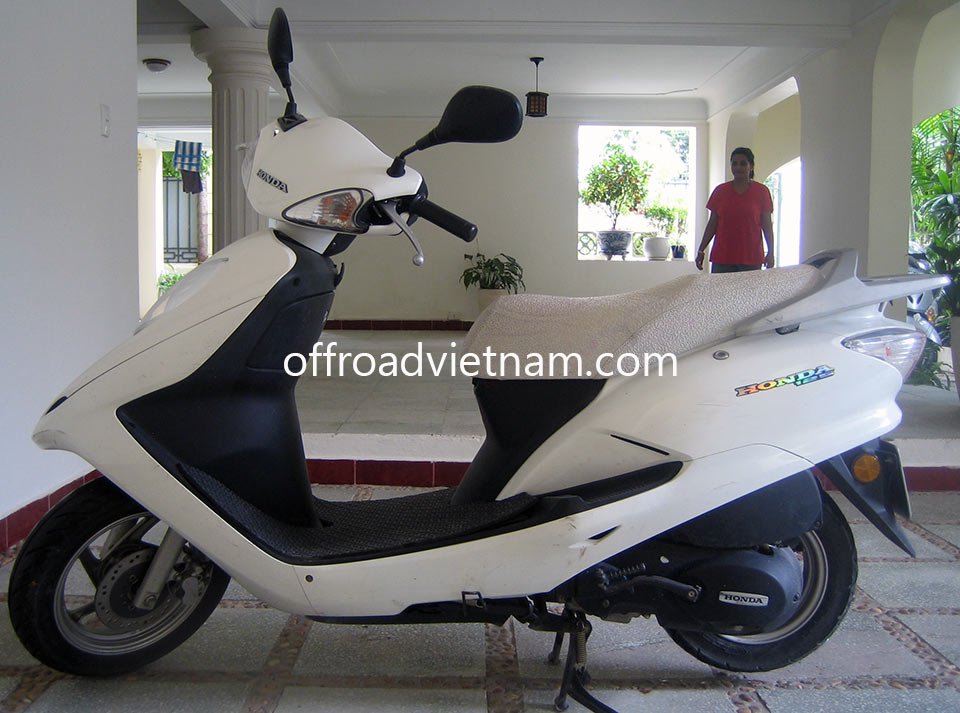 Offroad Vietnam Scooter Rental - Honda Joying Fuma 125cc In Hanoi. Honda Joying Fuma 125cc: White Honda Joying 125cc Without Rear Box