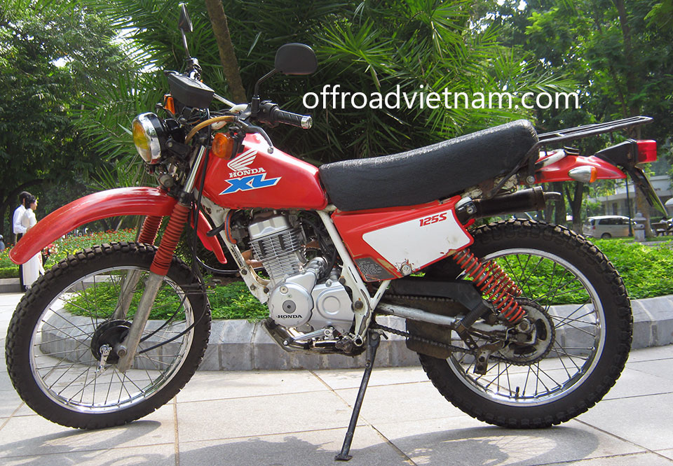 Offroad Vietnam Dirt Bike Rental - Honda XL 125cc In Hanoi. Honda XL 125cc 125s For rent in Hanoi. Red, Drum brake