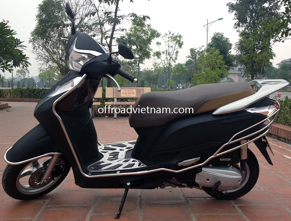 Offroad Vietnam Scooter Rental - Honda Lead 125cc In Hanoi. Honda automatic scooter, black Honda Lead 125cc with stainless steel protection frame.
