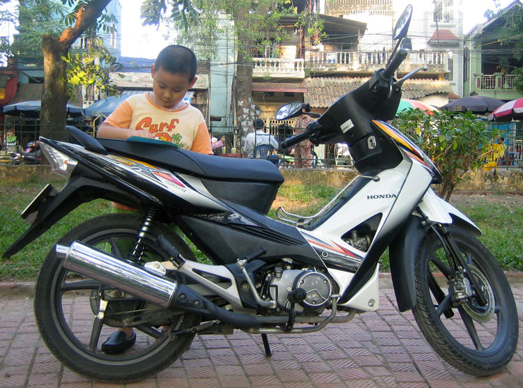 Offroad Vietnam Motorbike Sale - Honda RSX White 100cc Scooter For Sale