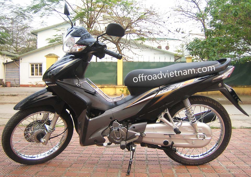 Offroad Vietnam Scooter Rental - Honda Wave Series 110cc In Hanoi: 2010 Honda Wave 110S, 110cc Black - Brown, Disc brake