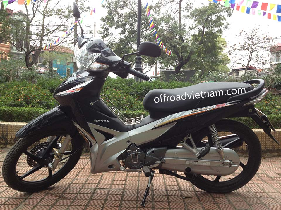 Offroad Vietnam Scooter Rental - Honda Wave Series 110cc In Hanoi: Honda Wave 110S, Black 2011 version, Disc brake
