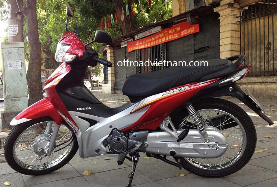 Offroad Vietnam Scooter Rental - Honda Wave Series 110cc In Hanoi: Honda Wave 110S, Black 2012 version, Drum brake