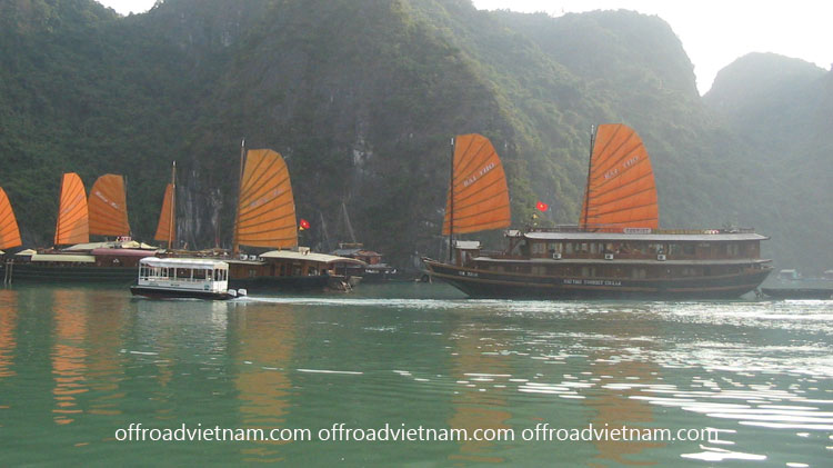 Offroad Vietnam Motorbike Adventures - Cruise Kayak Tours In Vietnam: Boat cruise in Halong Bay with group tours