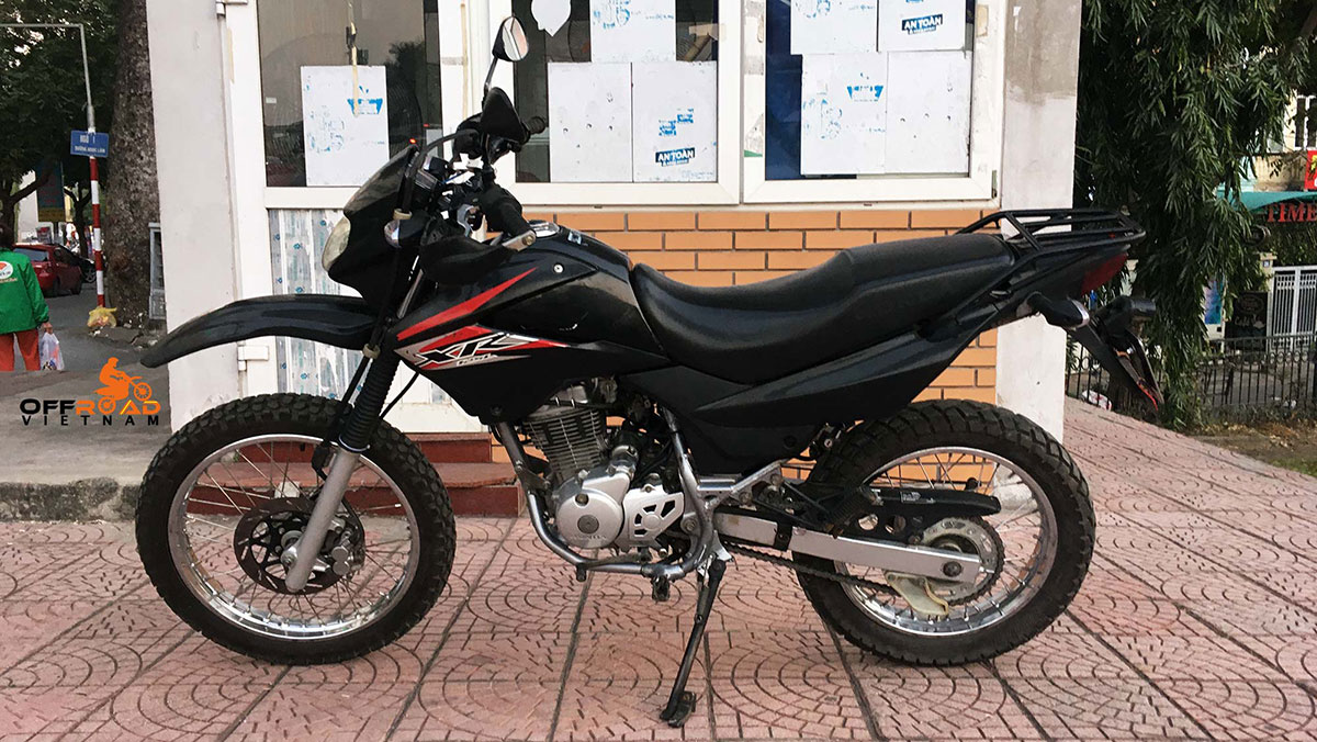Black Honda XR125L with 150cc engine for sale in Hanoi, late 2013.