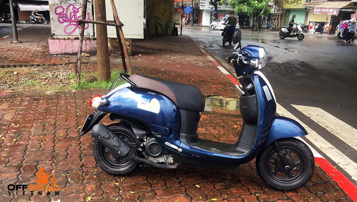 Blue 50cc automatic scooter for sale in Hanoi, year 2019. From right.