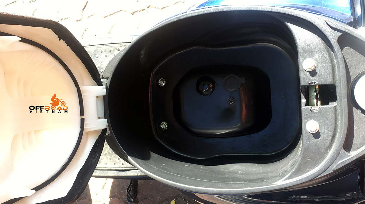 Blue 50cc automatic scooter for sale in Hanoi, year 2019. Large storage under the seat.