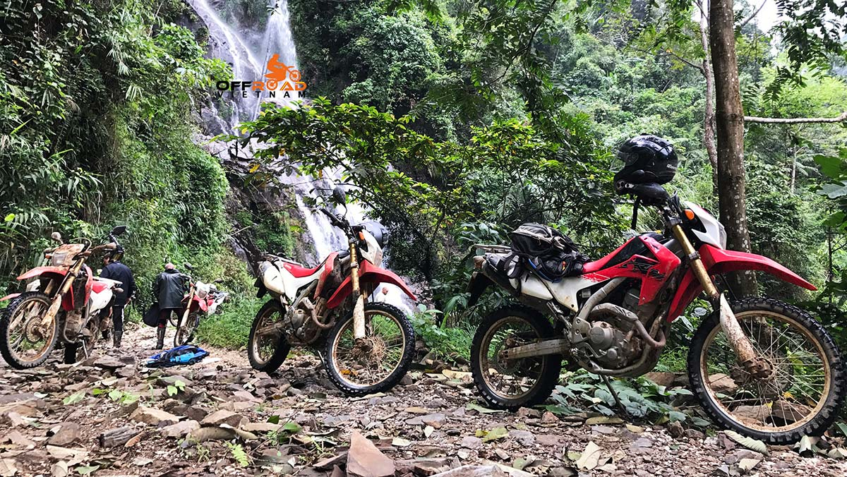 5 Days North East Motorcycling Vietnam to a waterfall.