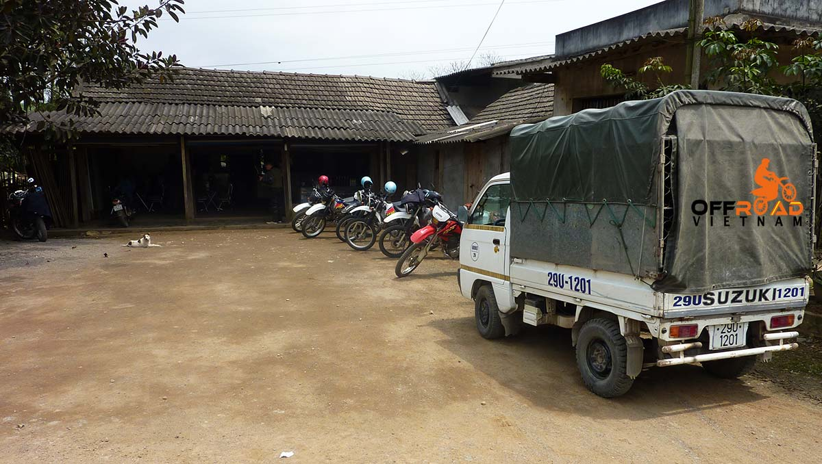 Offroad Vietnam Motorbike Adventures - Support Vehicle. Vietnam motorbike tour support / back up car, a small truck.