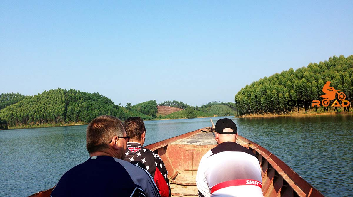 Offroad Vietnam Motorbike Adventures - 3 Days Big North By Train Motorcycling. Boat cruise in Vu Linh on Thac Ba lake.