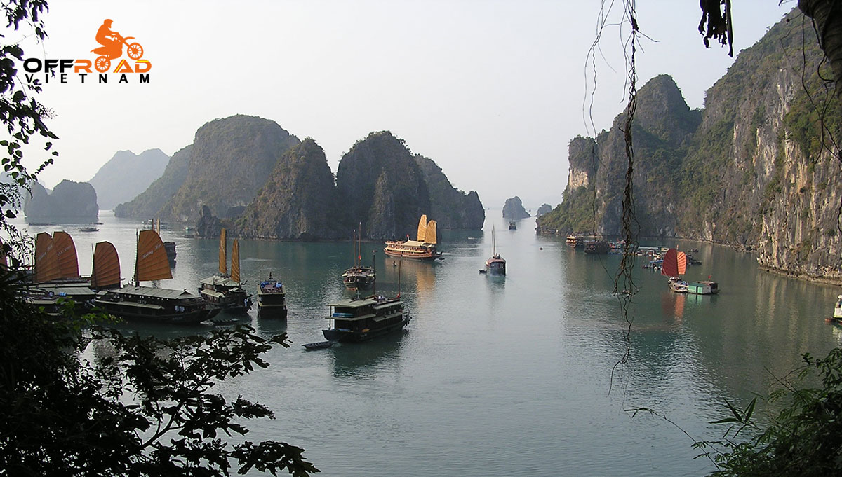 Offroad Vietnam Motorbike Adventures - Cruise Kayak Tours In Vietnam: Cruising Halong Bay, a Vietnam's World Heritage Site.