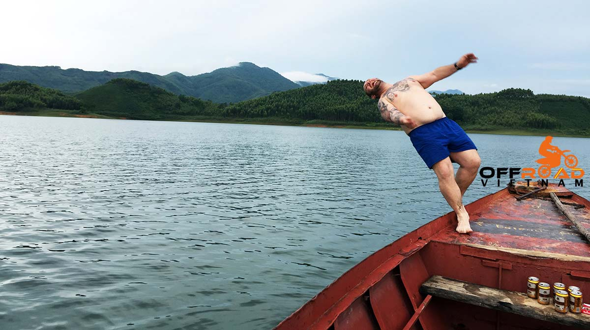 Offroad Vietnam Motorbike Adventures - Exotic NorthCentre 5 days motorbike tour with a boat cruise on Thac Ba lake.