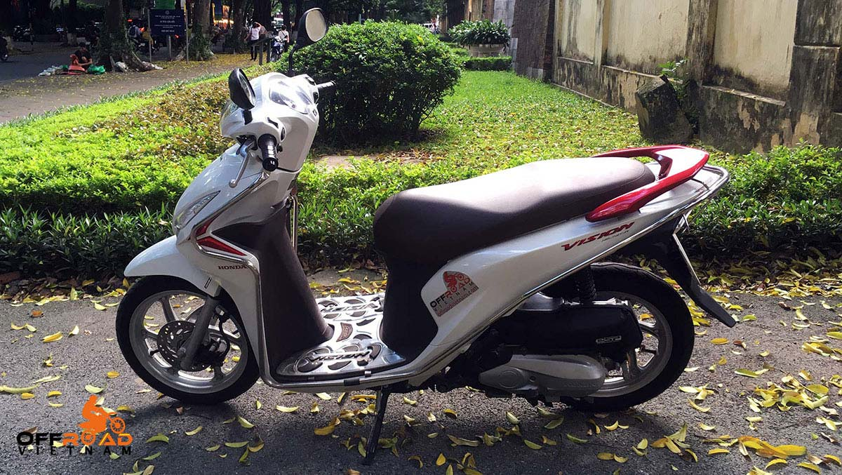Offroad Vietnam Scooter Rental - 2018 Honda Vision 110cc In Hanoi. Honda automatic scooter, white Honda Vision 110cc with stainless steel protection frame.