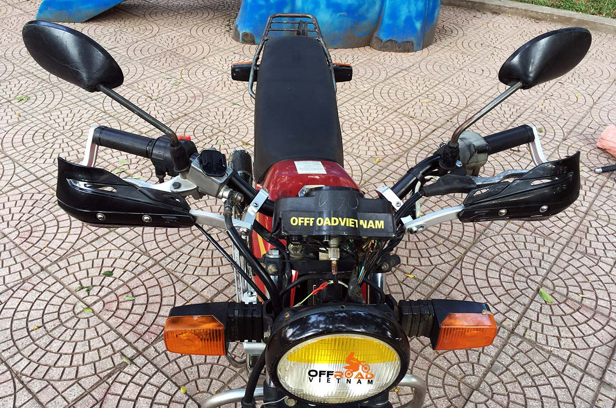 Offroad Vietnam Used Dirt Bikes For Sale In Hanoi - The used Honda CGL125 touring motorcycle for sale in Hanoi with hand guard, Vietnam