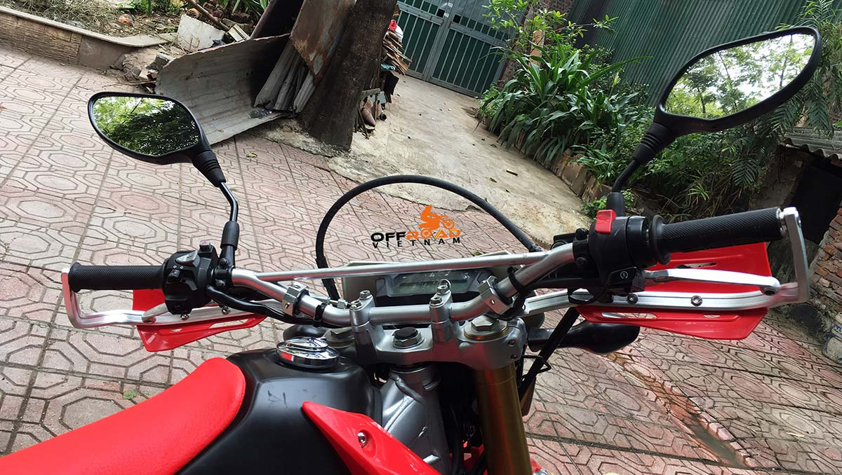Offroad Vietnam Dirt Bike Rental - 2014-2017 Honda dirt (trail) bike Honda CRF250L 250cc Red & White, front disc brake, back drum brake with safe handle bar protection from teh rider's position.