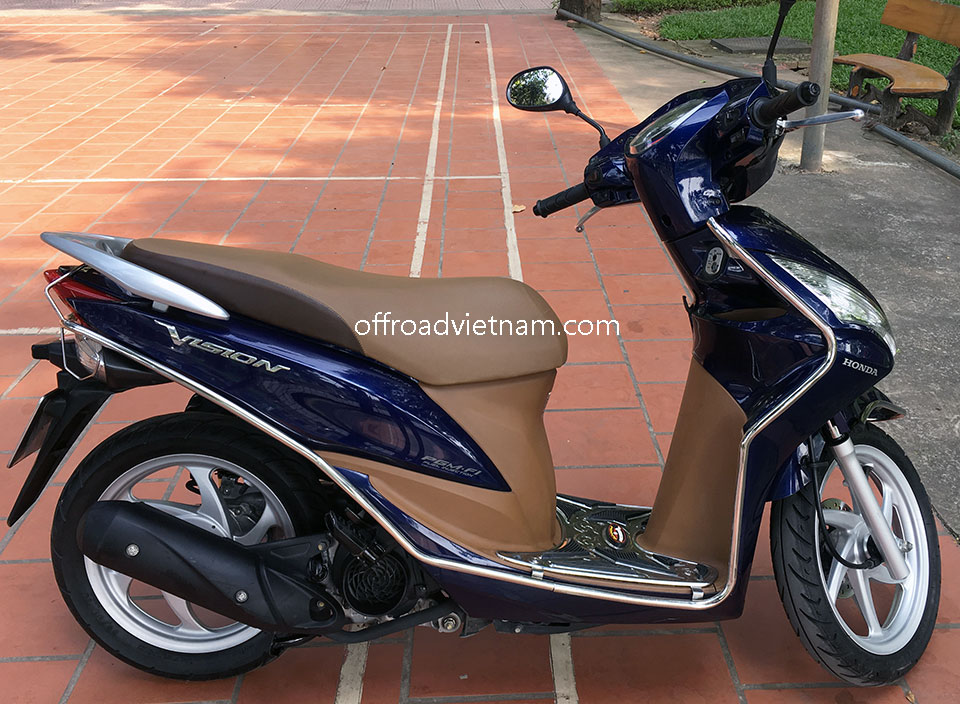 Offroad Vietnam Scooter Rental - 2014 Honda Vision 110cc In Hanoi. Honda automatic scooter, blue Honda Vision 110cc with stainless steel protection frame.
