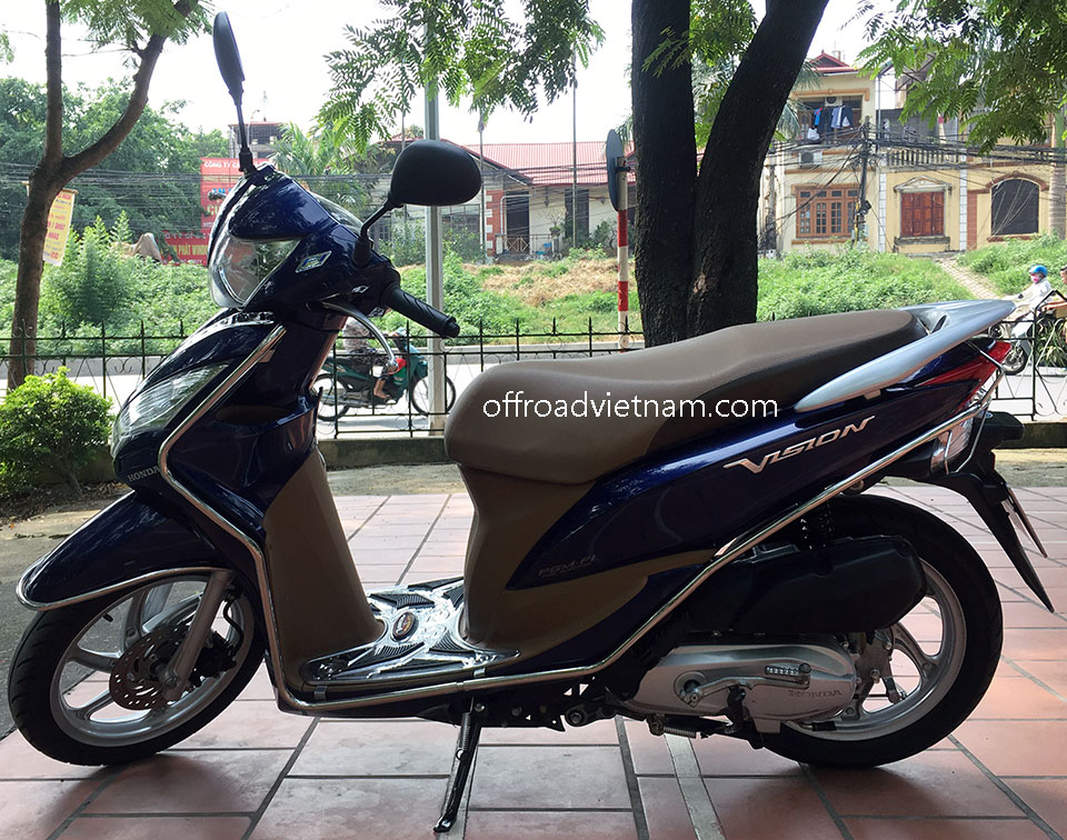 Offroad Vietnam Scooter Rental - Honda Vision 110cc In Hanoi. Honda automatic scooter, blue Honda Vision 110cc with stainless steel protection frame.