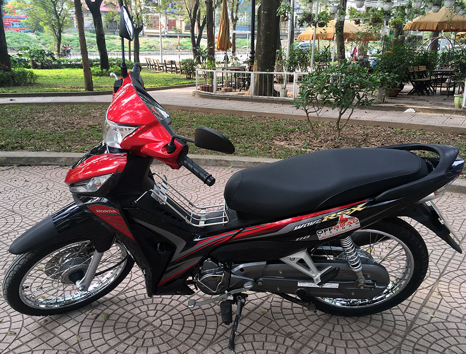 Offroad Vietnam Scooter Rental - Honda Wave Series 110cc In Hanoi: Honda Wave RSX 110, 110cc Red, Black, Disc brake 2015 model