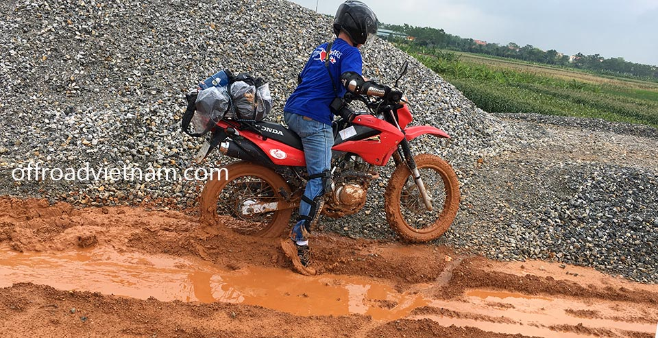 2013 red dirt bike used Honda XR125 150cc for sale in Hanoi on a trip