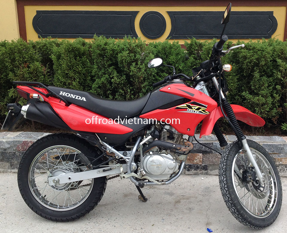 Offroad Vietnam Motorbike Sale - Late 2013 Honda XR125L Dirt Bike For Sale In Hanoi. Red, Black with front disc brake, back drum brake
