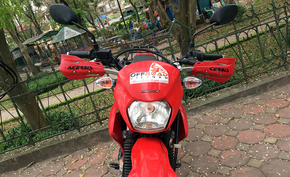 Offroad Vietnam Dirt Bike Rental - Honda XR150 150cc In Hanoi. 2013-2015 Honda dirt (trail) bike Honda XR125L 150cc Red & White, front disc brake, back drum brake and hand guard for handle bar.