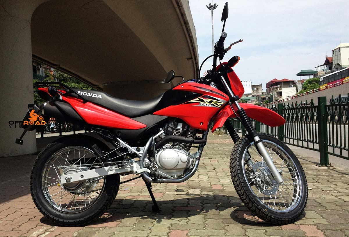Offroad Vietnam Motorbike Sale - Late 2013 Honda XR125L Dirt Bike For Sale In Hanoi. Red, Black with front disc brake, back drum brake. From right.