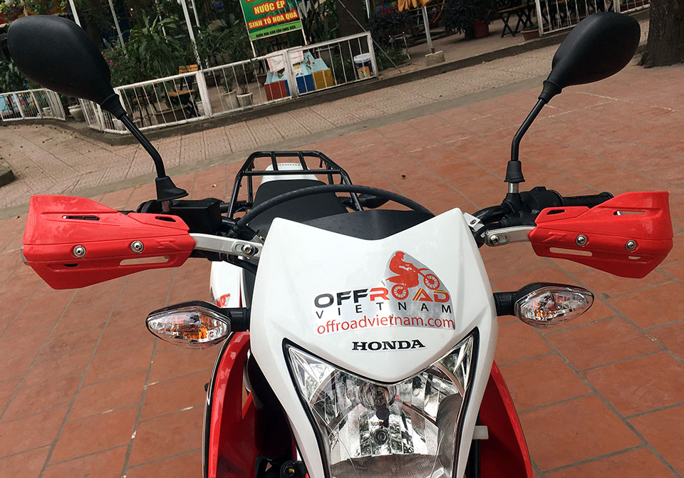 Offroad Vietnam Dirt Bike Rental - Honda XR150 150cc In Hanoi. 2016-2017 Honda dirt (trail) bike Honda XR150 150cc Red & White, front disc brake, back drum brake and hand guard for handle bar.