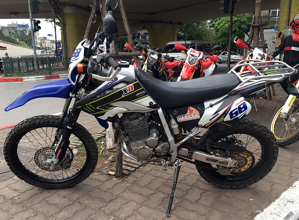 Offroad Vietnam Used Dirt Bikes For Sale In Hanoi - 2006 black dirt bike used Honda XR250L 250cc with customized sticker for sale in Hanoi, Vietnam