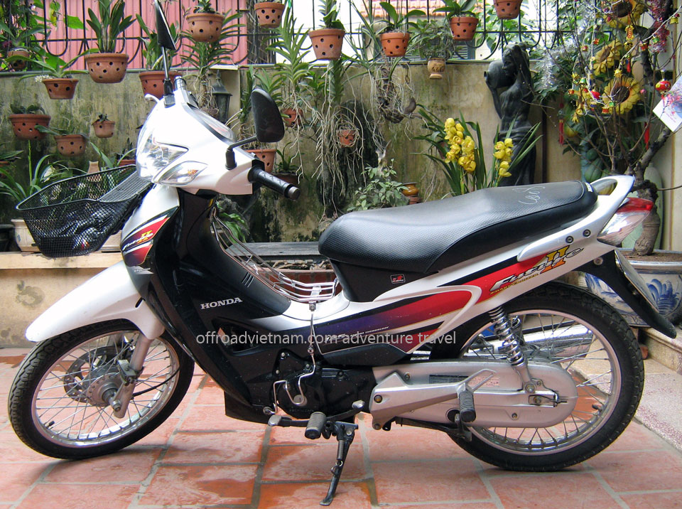 Offroad Vietnam Scooter Rental - Honda Future 2 125cc Rental In Hanoi. Honda Future 2, Future Neo 125cc: Future 2 (II) White 125cc