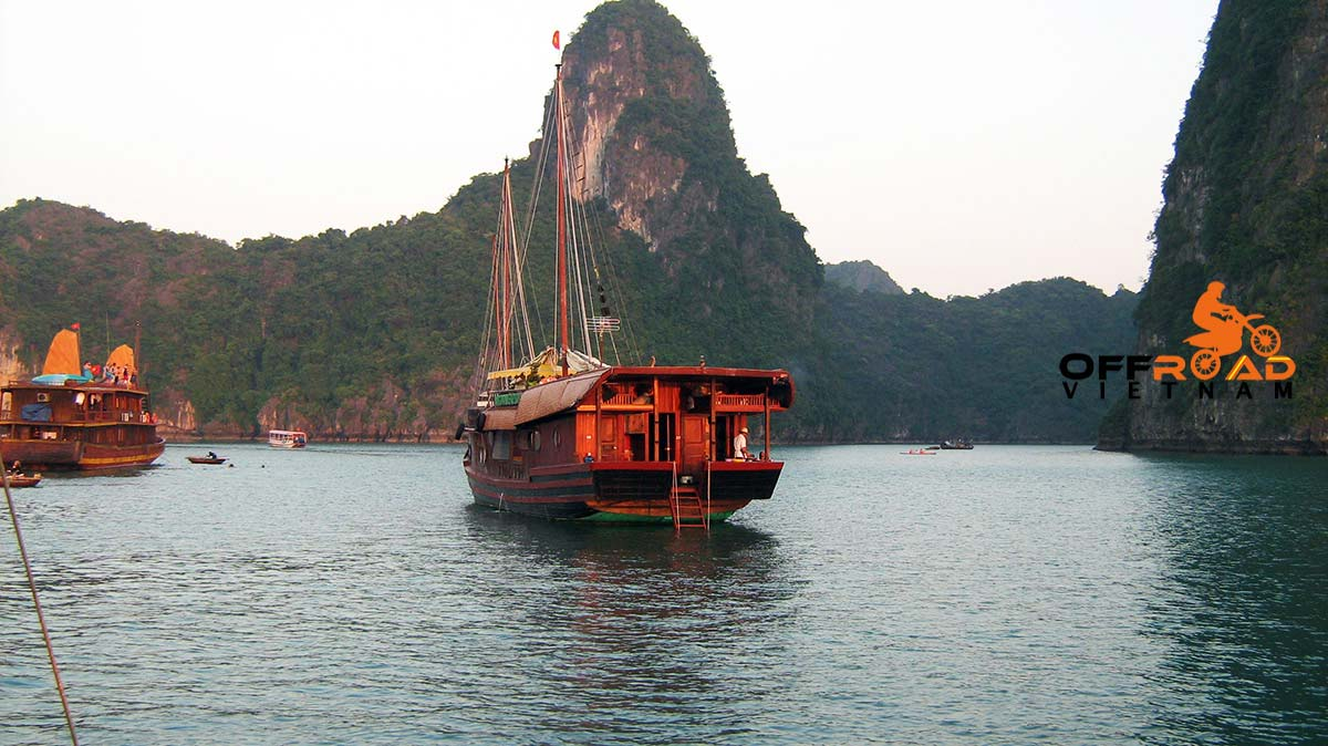 Offroad Vietnam Motorbike Adventures - Cruising and kayaking. Sea kayaking in Halong Bay and Cat Ba in 3 days