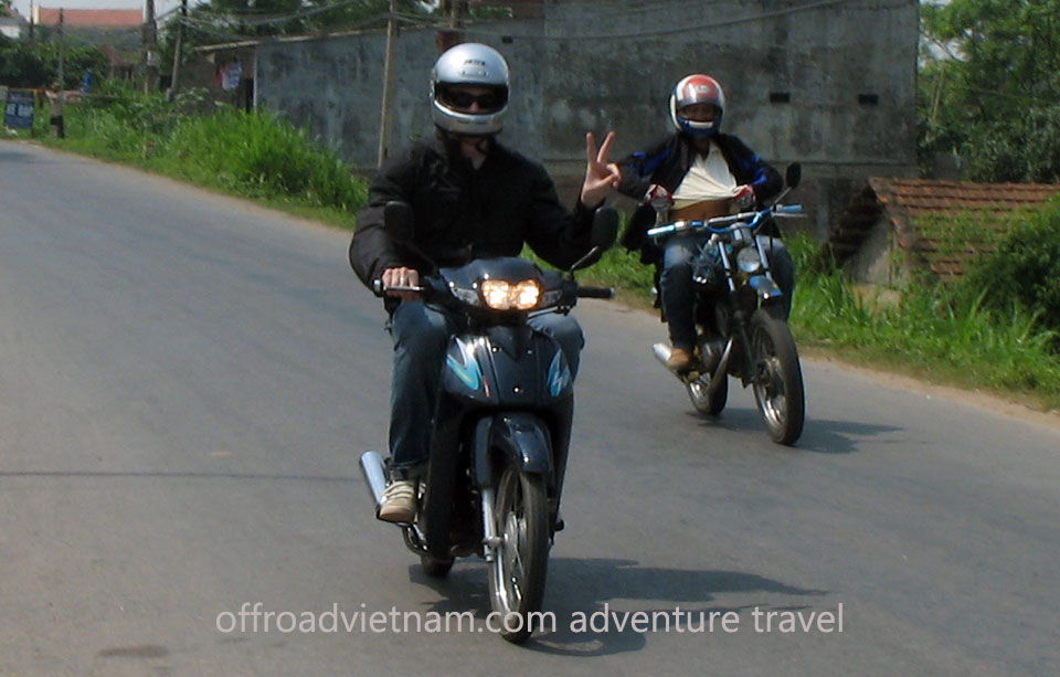 Offroad Vietnam Scooter Rental - Other 100cc Series Scooter Rentals. SYM Magic Star 100cc, 110cc Blue, Drum brake. Made in Indonesia