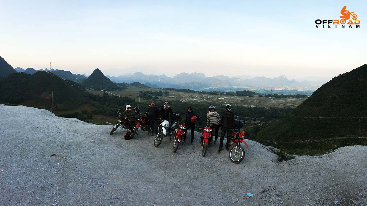 Offroad Vietnam Motorbike Adventures - Mai Chau & The Surroundings In 3 Days. A stop on the rad to Mai Chau.