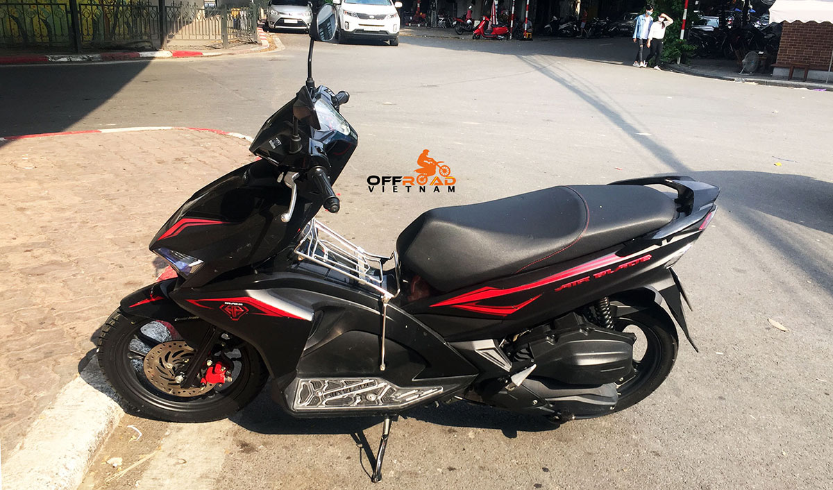 Offroad Vietnam motorcycle rentals. Fully-automatic scooters for commuting in Hanoi.