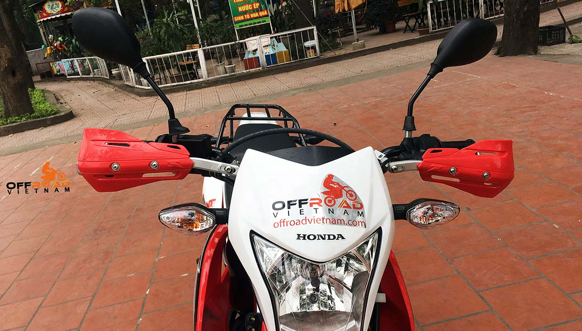 Offroad Vietnam Dirt Bike Rental - 2016-2017 Honda dirt (trail) bike Honda XR150L 150cc Red & White, front disc brake, back drum brake and hand guard for handle bar from front.