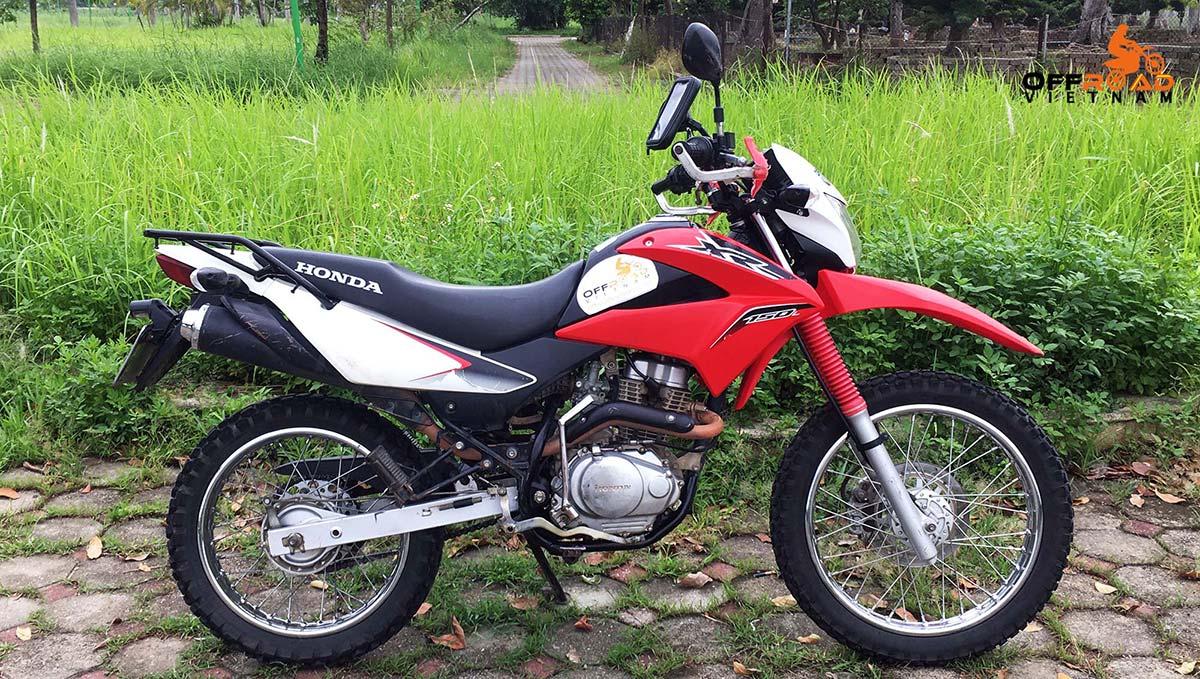 Offroad Vietnam Dirt Bike Rental - Honda XR150L 150cc 2016-2017 hire in Hanoi. Red & White, front disc brake, back drum brake