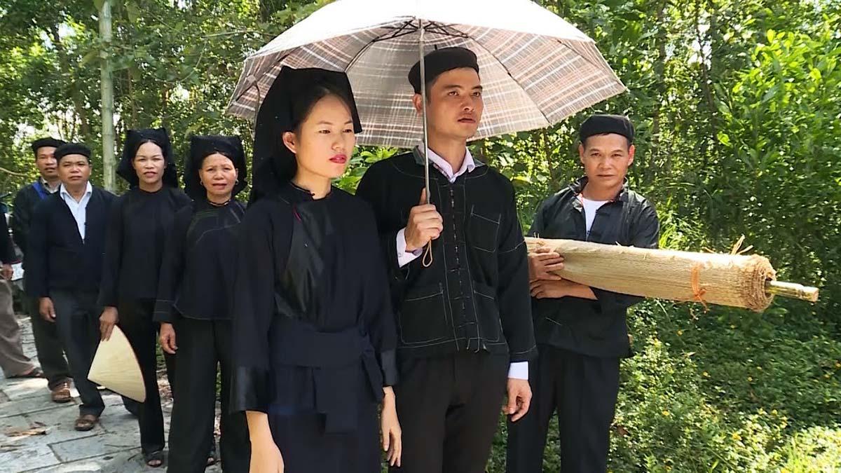Offroad Vietnam Motorbike Tours - 54 Groups: Nung People Of Vietnam. Nung people, Xuong, Giang, Nung An, Nung Coi, Phan Sinh, Nung Chao, Nung Inh, Qui Rin, Nung Din, and Khen Lai minority, Nung ethnie, montagnard