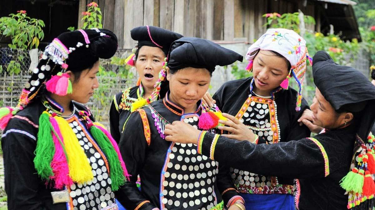 Offroad Vietnam Motorbike Tours - 54 Groups: Si La People Of Vietnam. Si La people, Cu De Xu, Kha Pe minority, Sila ethnie, montagnard