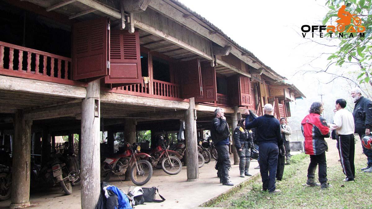 Offroad Vietnam Motorbike Adventures - Riding Vietnam, Article Buy Guy Allen. Flat tire fix.