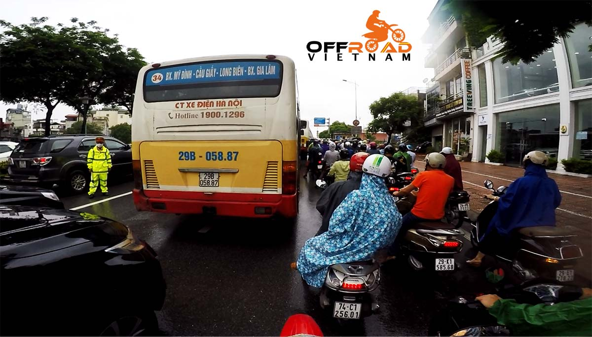 Offroad Vietnam Motorbike Adventures - Practical road rules for motorbiking in Vietnam: Getting through city traffic safely.