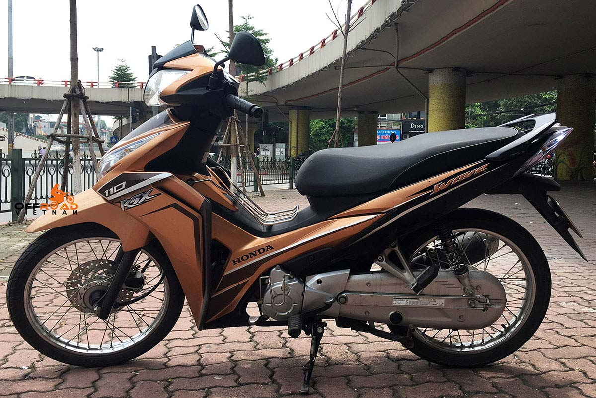 Offroad Vietnam Scooter Rental - Honda Wave Series 110cc In Hanoi: Honda Wave RSX110 black.