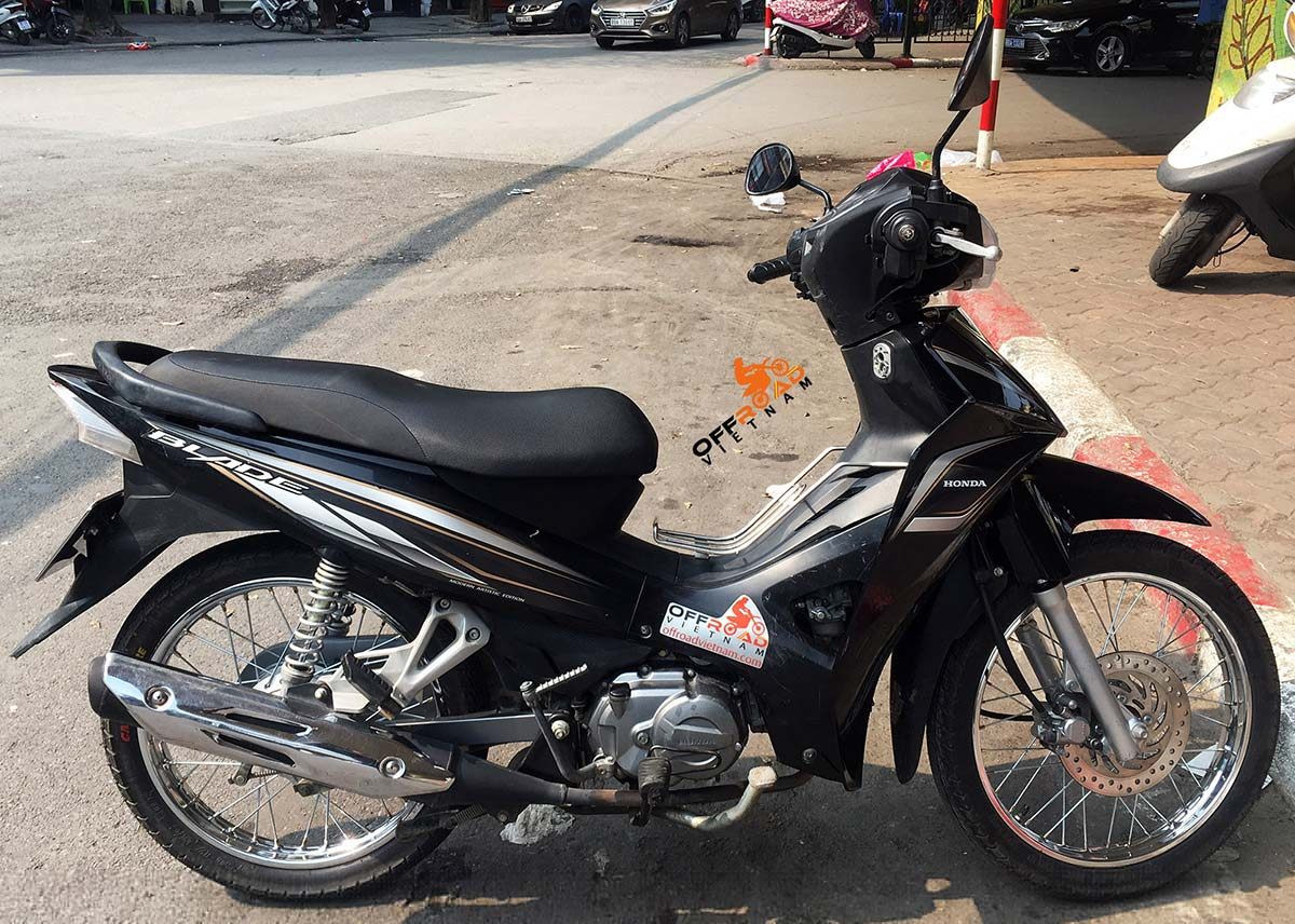 Offroad Vietnam Scooter Rental - Honda Blade 110cc for rent In Hanoi, 2015 model with the front disc brake.