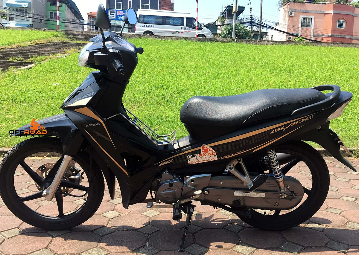 Offroad Vietnam Scooter Rental - Honda Blade 110cc for rent In Hanoi, 2017 model with the front disc brake.