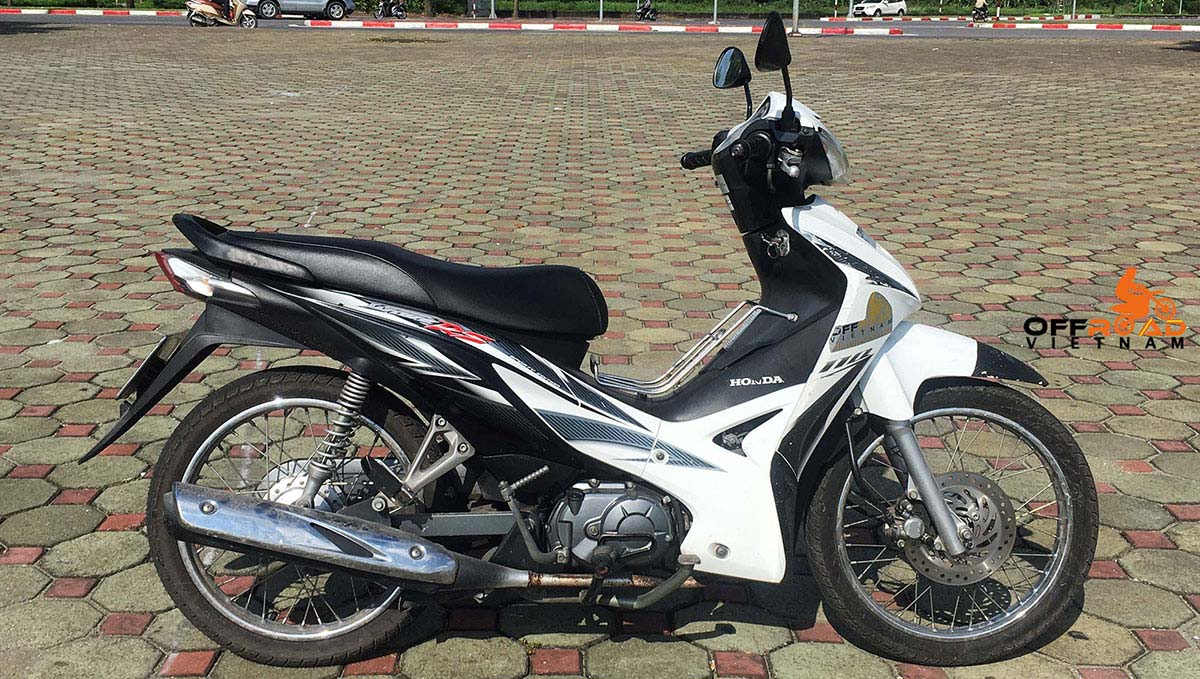 Offroad Vietnam Scooter Rental - Honda Wave Series 110cc In Hanoi: Honda Wave RS110, 110cc black and white.
