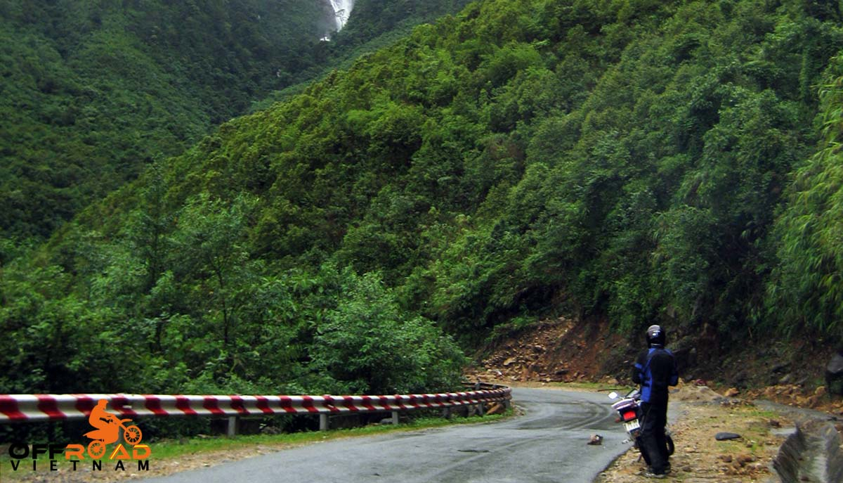 Offroad Vietnam Motorbike Adventures - A Doctor Of Operation Smiles Reviews of a motorbike tour to Mai Chau.