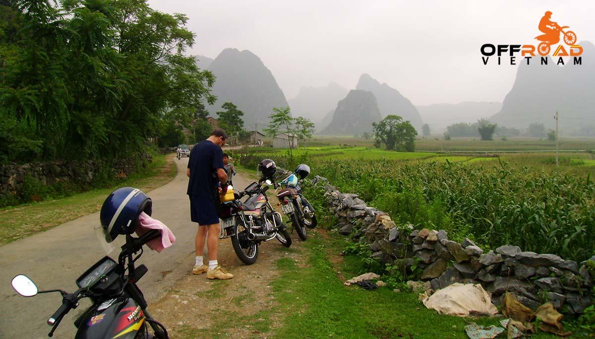Offroad Vietnam Motorbike Adventures - Standard Northeast in 6 days motorbiking via Highway 4 to Lang Son.