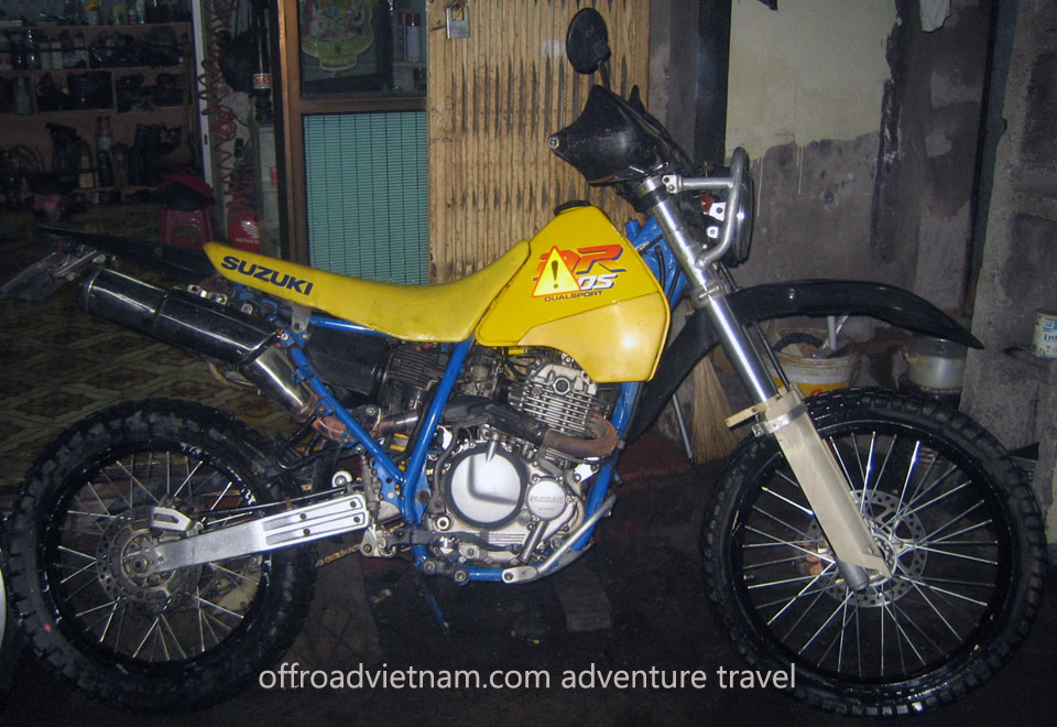 Offroad Vietnam Dirt Bike Rental - Suzuki DR 250cc Rental In Hanoi. Suzuki dirt (trail) bike DR 250cc Yellow, Front & back disc brakes