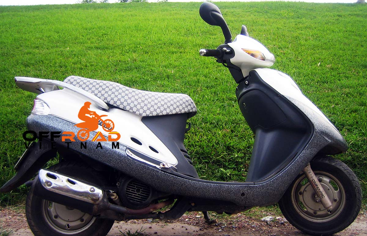 Offroad Vietnam Motorbike Sale - SYM Attila 125cc Used Scooter For Sale. White, Drum brake. Front right.