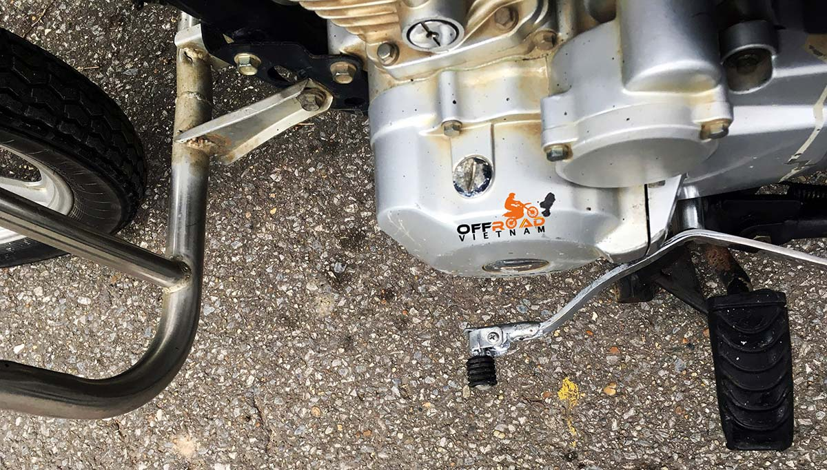 Offroad Vietnam Motorbike Adventures - Honda CGL125 off road ability with a folding gear shifter.