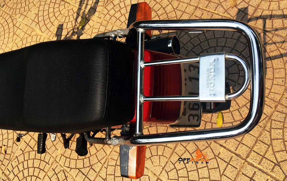 Offroad Vietnam Motorbike Adventures - Honda CGL125 125cc For Rent In Hanoi. Honda CGL125 rear luggage rack, very strong.